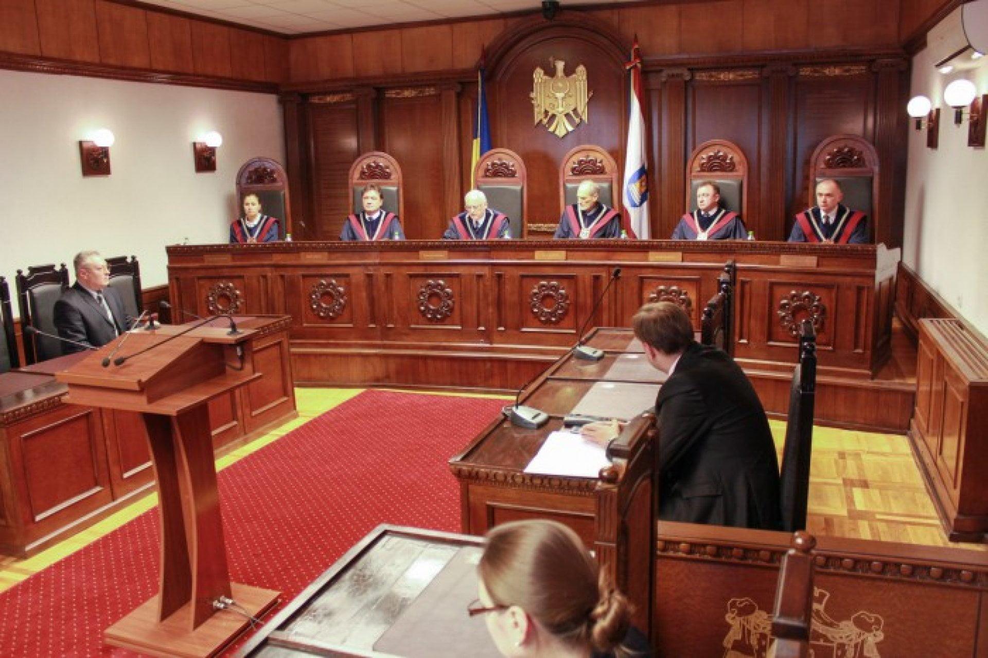 Решение Конституционного суда говорит о том, что ничего не изменилось после выборов. Институты остаются захваченными и контролируемыми Плахотнюком