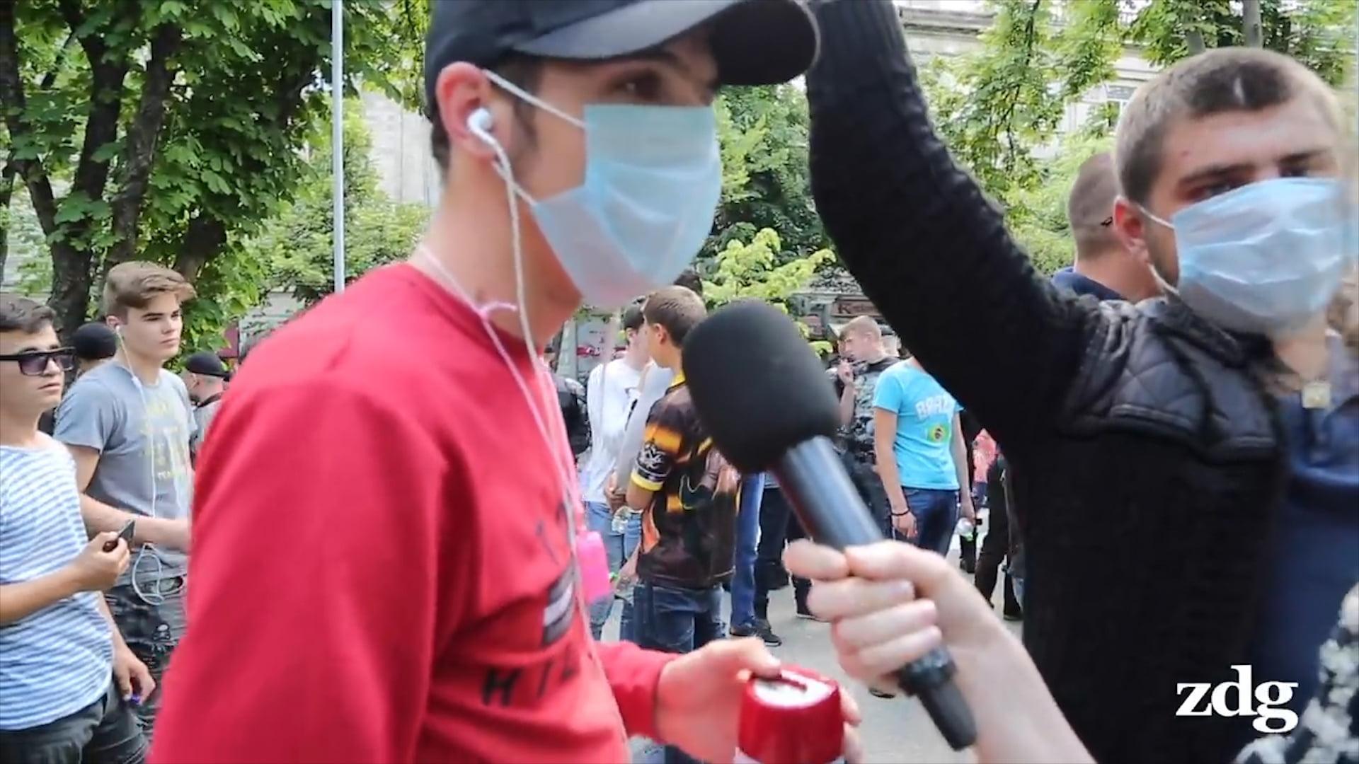 Демпартия начинает свозить людей в Кишинев, используя госпредприятия