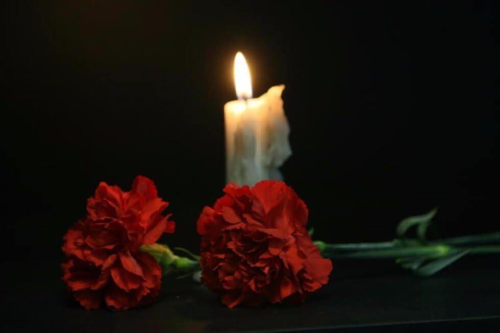 Цветы и свечи траур картинки